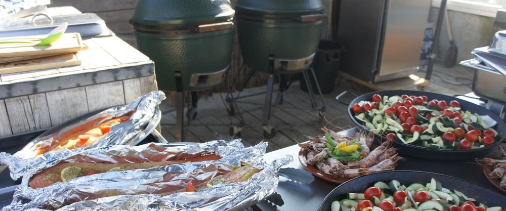 Aan het strand een gezellig BBQ feestje met je collega's